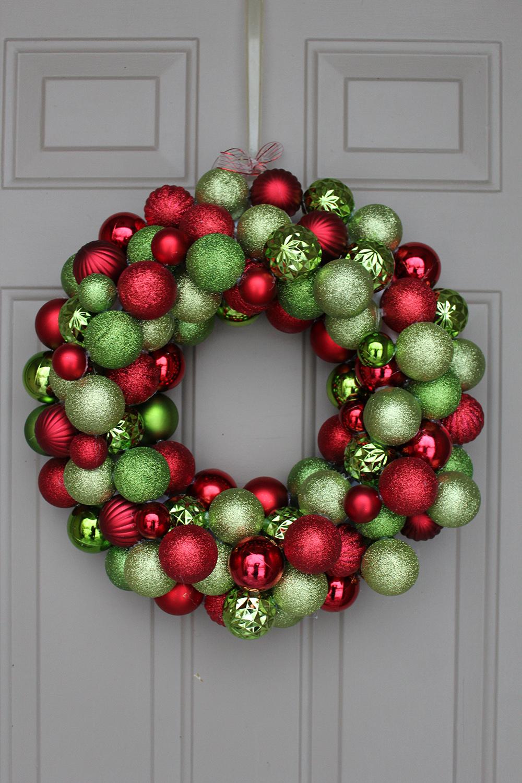 corona con bolas decoraciones navideñas para puertas