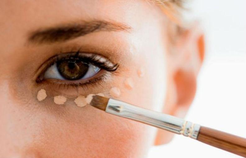 cómo quitar las bolsas de los ojos corrector